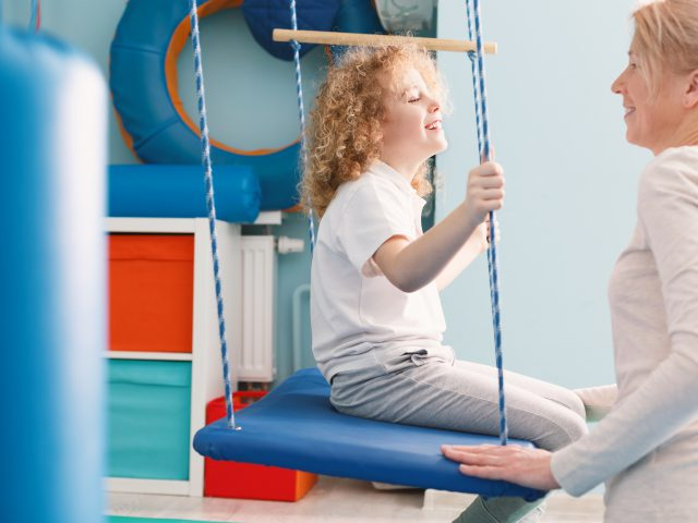 Professional sensory integration class for children with phsyiotherapist